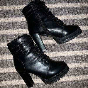 HEELED LEATHER BOOTS